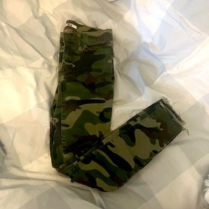 🎃Last Chance- Tommy Hilfiger Camouflage Ripped leggings jeans